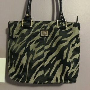 Adorable ANNE KLEIN Handbag!